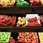 How to Save Money on Unpackaged, Plastic-Free Food